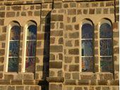 La pose des vitraux